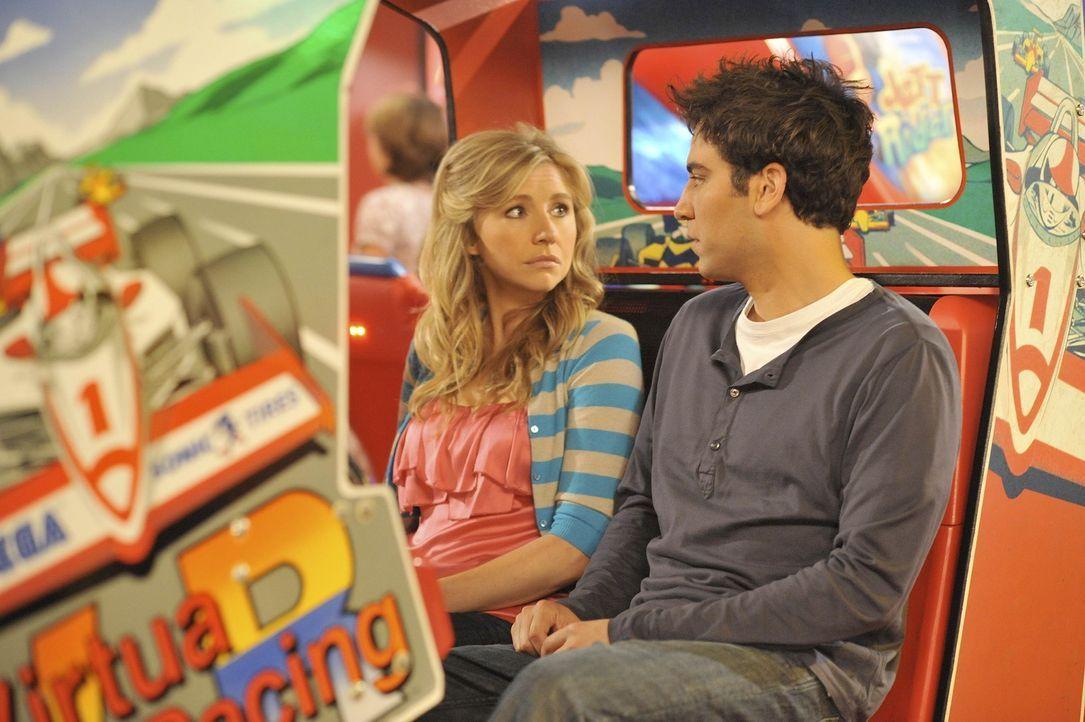 Ted (Josh Radnor, r.) ist sich sicher, dass Stella (Sarah Chalke, l.) die Richtige für ihn ist. Doch nach und nach kommen einige Dinge ans Tageslic... - Bildquelle: 20th Century Fox International Television