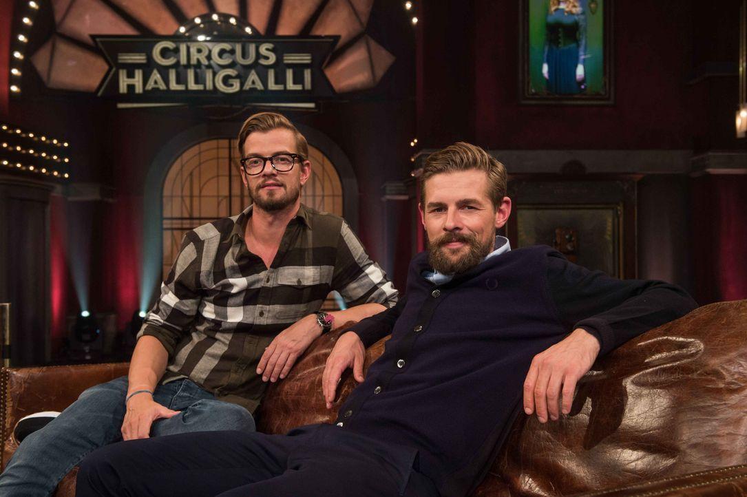 """Auf ein Neues: Klaas Heufer-Umlauf (r.) und Joko Winterscheidt (l.) präsentieren auch 2015 ihre gepflegte Unterhaltungssendung """"Circus Halligalli"""" .... - Bildquelle: Claudius Pflug ProSieben"""