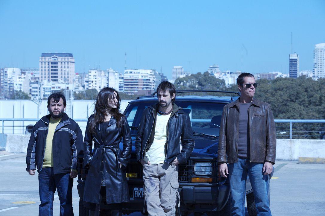 Als die vier Diebe (v.l.n.r.) Leserio (Silverio Palacios), Monica (Ana de la Reguera), Leonardo (Jordi Mollá) und Carlos (Tony Dalton) ihre Beute in...