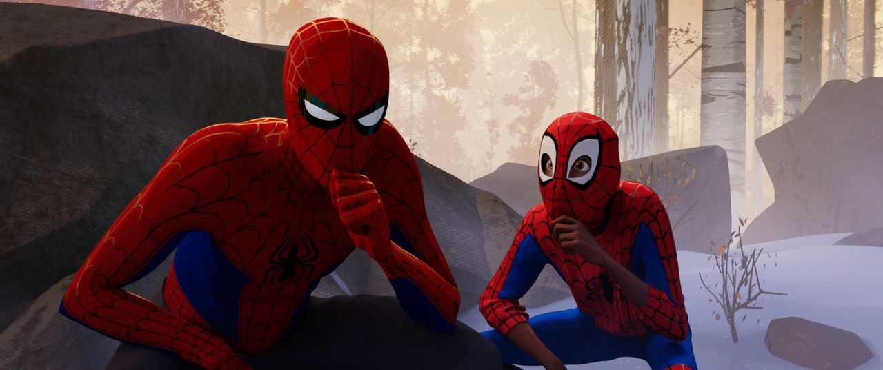 Spider-Man / Peter B. Parker (l.); Spider-Man / Miles Morales (r.) - Bildquelle: 2018 Sony Pictures Animation Inc. All Rights Reserved. | MARVEL and all related character names: © & TM 2021 MARVEL.