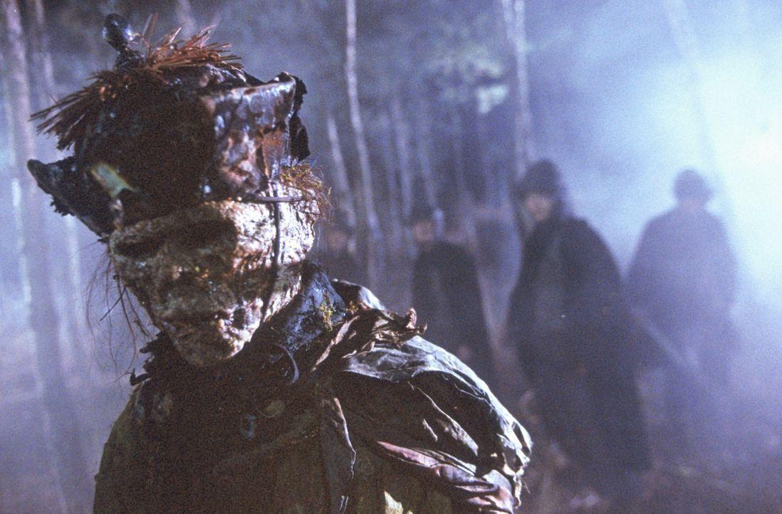Im China des 19. Jahrhunderts schreckt ein böser Mönch ein Nest blutrünstiger Vampire auf, die alles menschliche Leben verschlingen wollen. Vier Hel... - Bildquelle: Columbia TriStar