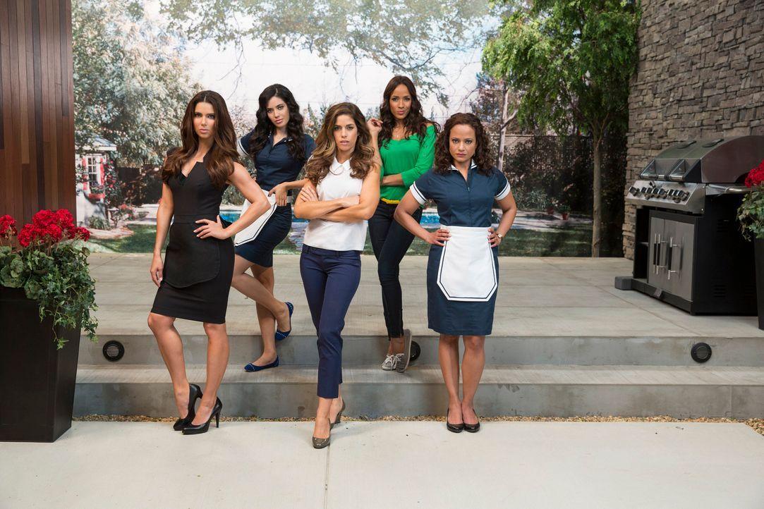 (1. Staffel) - Voller Lügen, Intrigen und Affären ist das Leben der Superreichen in Beverly Hills: Die Haushälterinnen Marisol (Ana Ortiz, M.), Rosi... - Bildquelle: ABC Studios