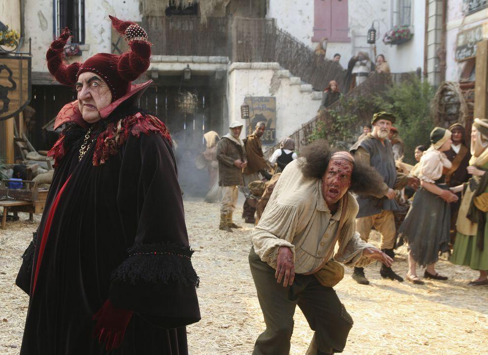 In der Gute-Nacht-Geschichte sorgen Dr. Kelso (Ken Jenkins, l.) und Ted (Sam Lloyd, r.) in einem kleinen Dorf für Aufregung ... - Bildquelle: Touchstone Television