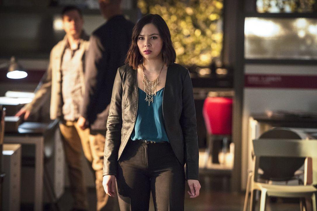 Ohne Vorwarnung wird Linda (Malese Jow) plötzlich in die Welt der Meta-Wesen hineingezogen ... - Bildquelle: 2015 Warner Brothers.