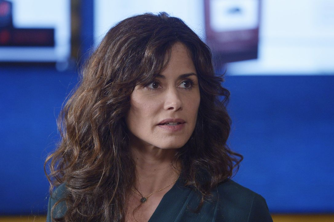 Bringt den Rekruten Observation bei: Vera Rodriguez (Valerie Cruz) ... - Bildquelle: Philippe Bosse 2015 ABC Studios
