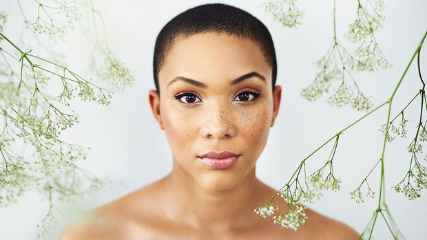 Slugging – der neue Skincare-Trend. Doch was genau steckt hinter diesem Beaut...