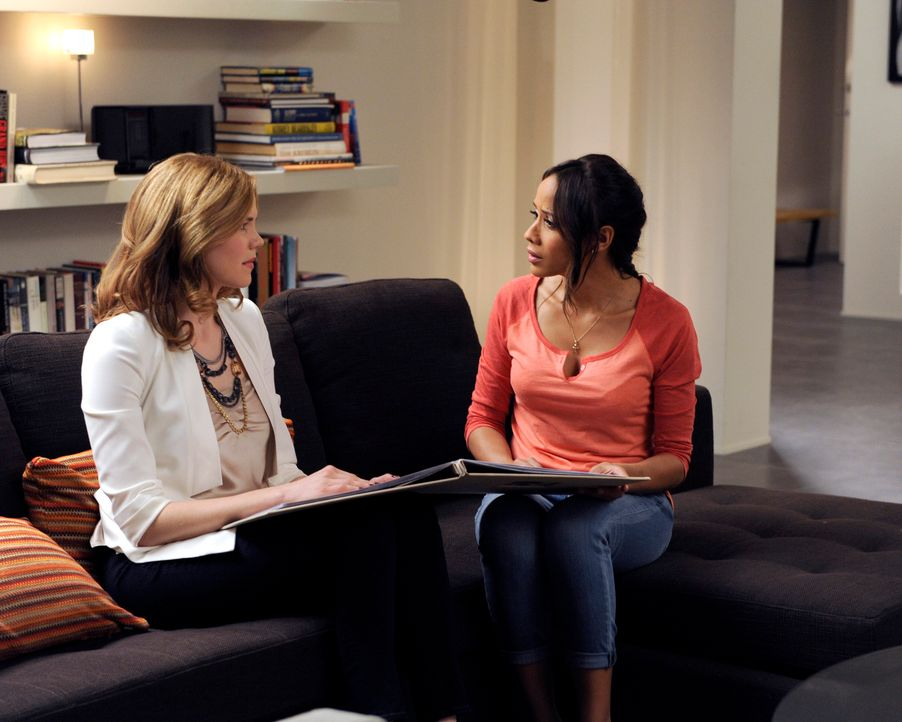 Zum Leidwesen von Rosie (Dania Ramirez, r.) möchte Peri (Mariana Klaveno, l.) mit Hilfe einer Therapie ihre Ehe retten ... - Bildquelle: ABC Studios