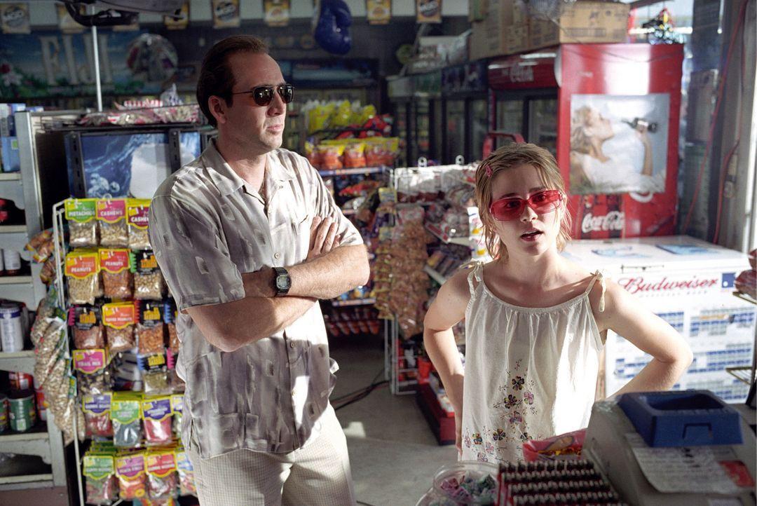 Zunächst bringt Angela (Alison Lohman, r.) den nur mühsam organisierten Alltag ihres neurotischen Daddys völlig durcheinander. Doch schon bald ge... - Bildquelle: Warner Bros. Pictures