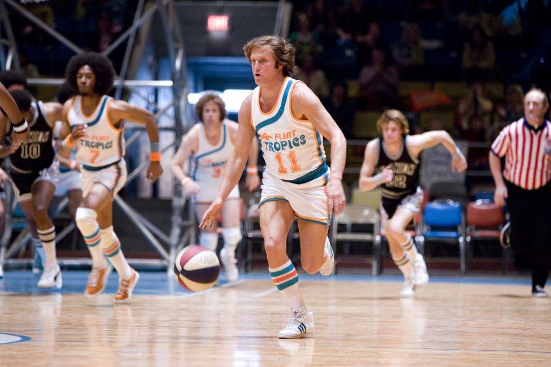 Der ehemalige NBA Spieler Monix (Woody Harrelson) soll die Flint Tropics auf den vierten Platz führen. Doch ein Sieg lässt auf sich warten ... - Bildquelle: 2008 Warner Brothers