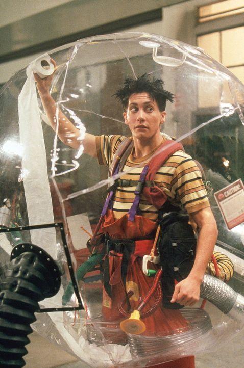 Weil er mit einem defekten Immunsystem geboren wurde, muss Jimmy (Jake Gyllenhaal) in einer absolut keimfreien Atmosphäre leben. Doch eines Tages be... - Bildquelle: Touchstone Pictuures