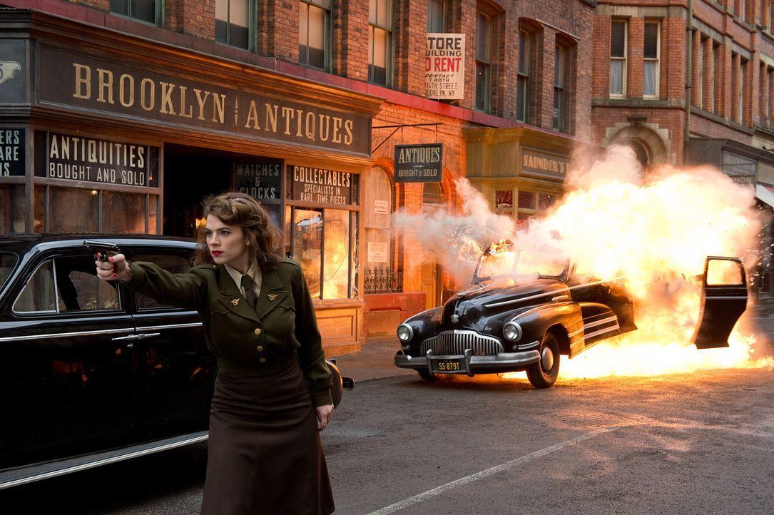 Äußerst zielsicher: die attraktive Peggy Carter (Hayley Atwell) ... - Bildquelle: TM &   2011 Marvel Entertainment, LLC & subs. All Rights Reserved.