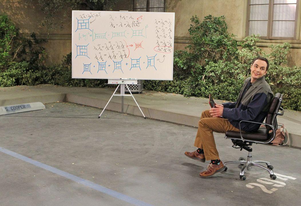Gerät mit Howard wegen einem Parkplatz aneinander: Sheldon (Jim Parsons) ... - Bildquelle: Warner Bros. Television