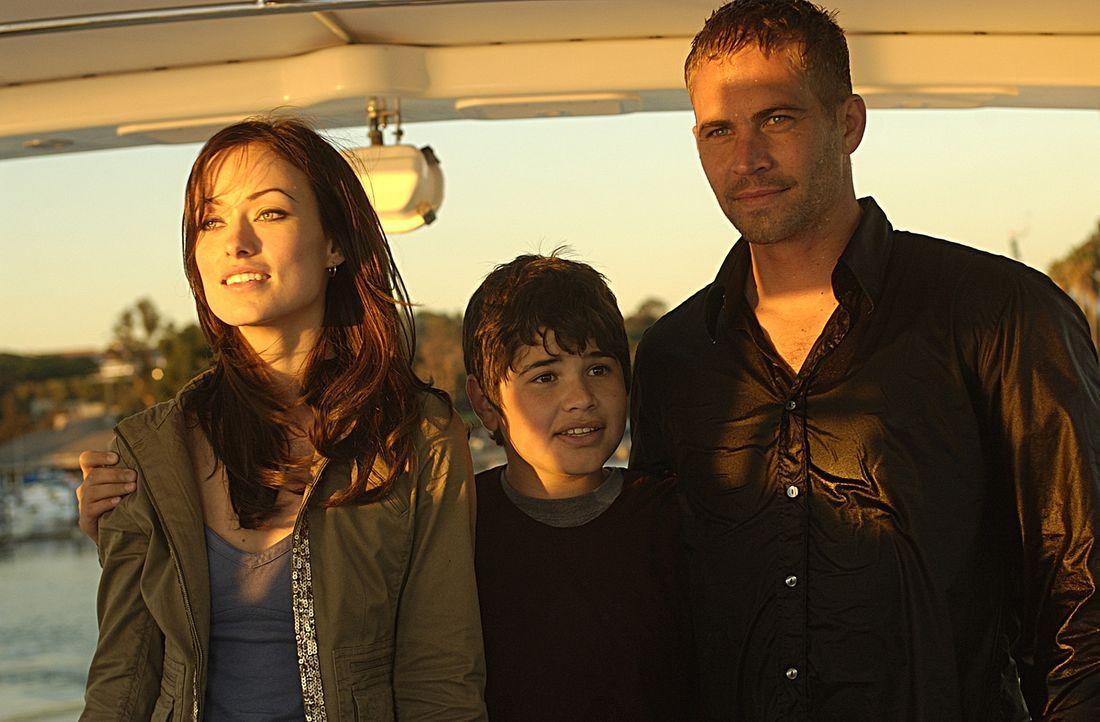 Gemeinsam mit Bobbys Sohn Kit (J.R. Villarreal, M.) und Bobbys heiße Ex-Braut Elizabeth (Olivia Wilde, l.) tritt Tim (Paul Walker, r.) die Flucht i... - Bildquelle: Nu Image