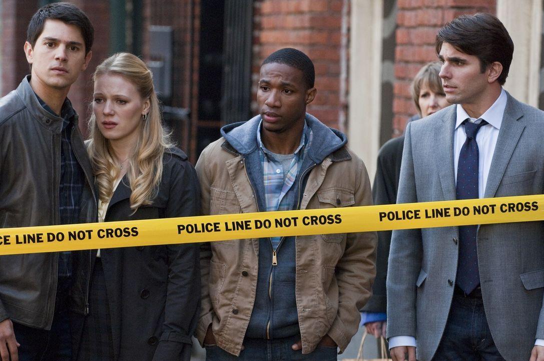 (v.l.n.r.) Sam (Nicholas D'Agosto); Molly (Emma Bell); Nathan (Arlen Escarpeta); Peter (Miles Fisher) - Bildquelle: Warner Bros.