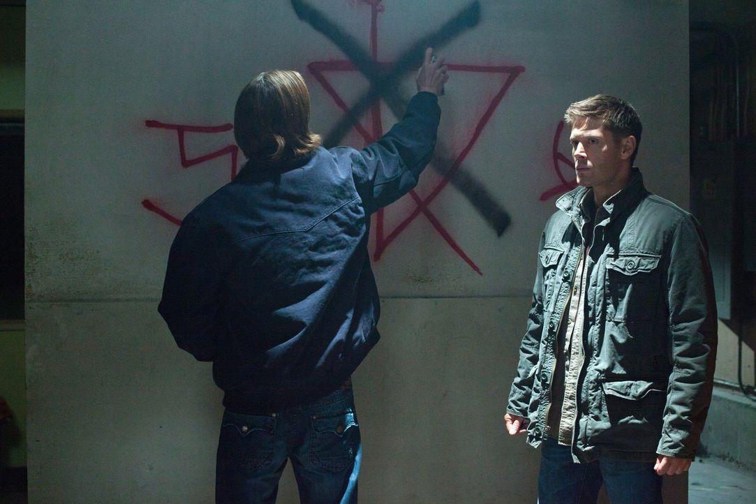 Um Alfi aus den Fängen von Crowley zu retten, müssen Sam (Jared Padalecki, l.) und Dean (Jensen Ackles, r.) einige Hindernisse überwinden - und das... - Bildquelle: Warner Bros. Television