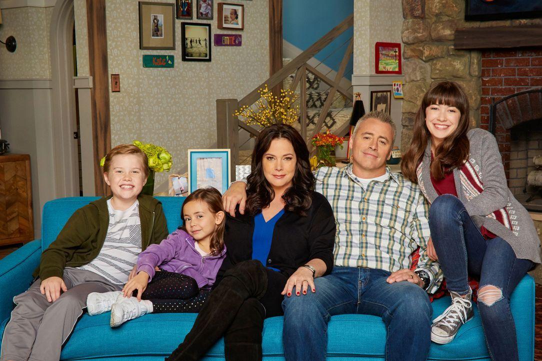 (1. Staffel) - Adam (Matt LeBlanc, 2.v.r.) ist eigentlich Bauunternehmer, doch eines Tages wird er von seiner Frau Andi (Liza Snyder, M.) dazu verda... - Bildquelle: Monty Brinton 2016 CBS Broadcasting, Inc. All Rights Reserved