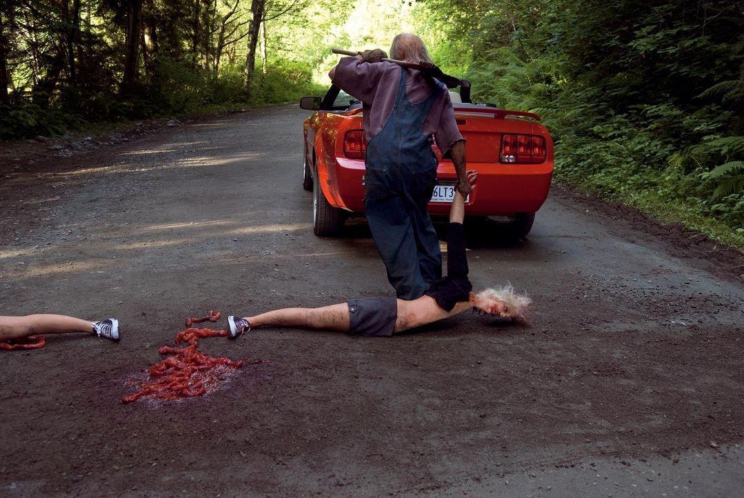Eigentlich sollte Kimberly Caldwell (Kimberly Caldwell, liegend) als Star eine Survival Show beleben. Doch auf dem Weg dorthin wird sie von einem Ka...