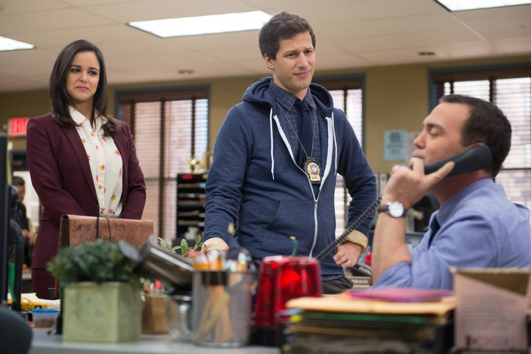 (v.l.n.r.) Amy Santiago (Melissa Fumero); Jake Peralta (Andy Samberg); Charles Boyle (Joe Lo Truglio) - Bildquelle: Eddy Chen 2013 NBC Studios LLC. All Rights Reserved. / Eddy Chen