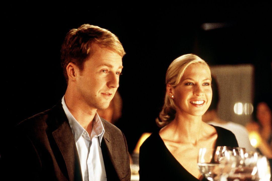 Als katholischer Priester ist Brian (Edward Norton, l.) dem Zölibat unterworfen. Doch als er seine Kinderliebe Anna (Jenna Elfman, r.) wiedertrifft... - Bildquelle: SPYGLASS ENTERTAINMENT GROUP, LP