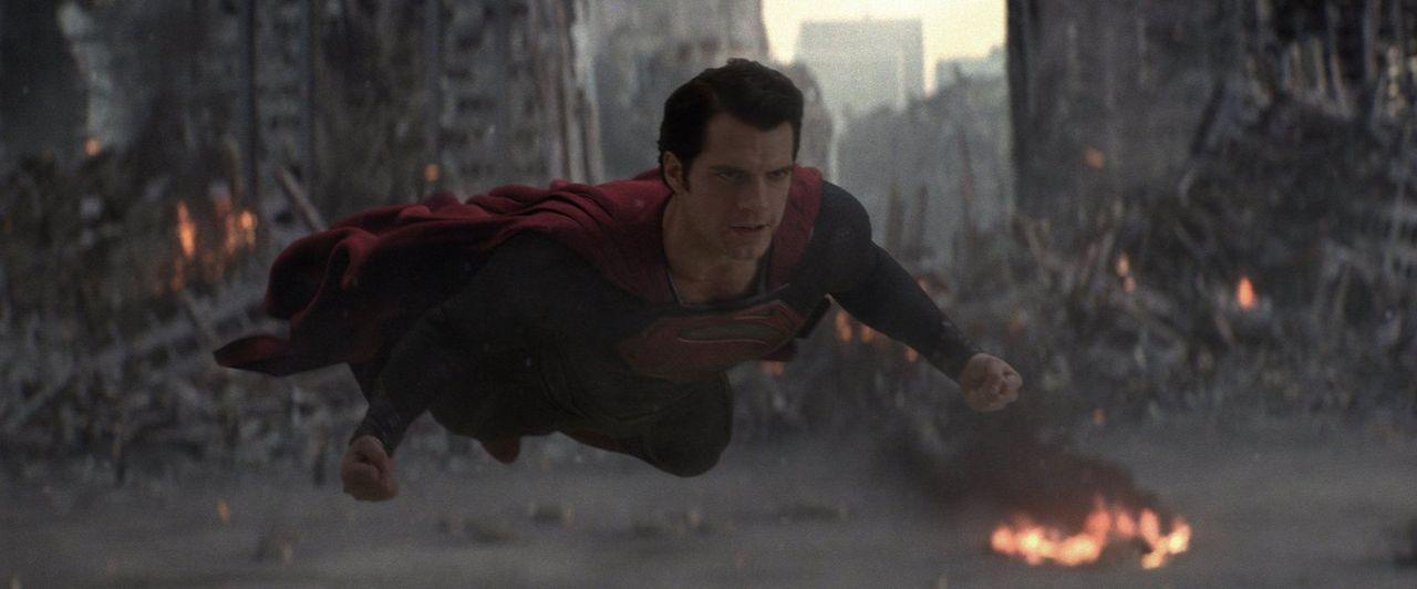Unverwundbarkeit, Schnelligkeit, Röngtenblick, Stärke und natürlich das Fliegen: Supermans (Henry Cavill) Fähigkeiten sind nicht ohne ... - Bildquelle: 2013 Warner Brothers