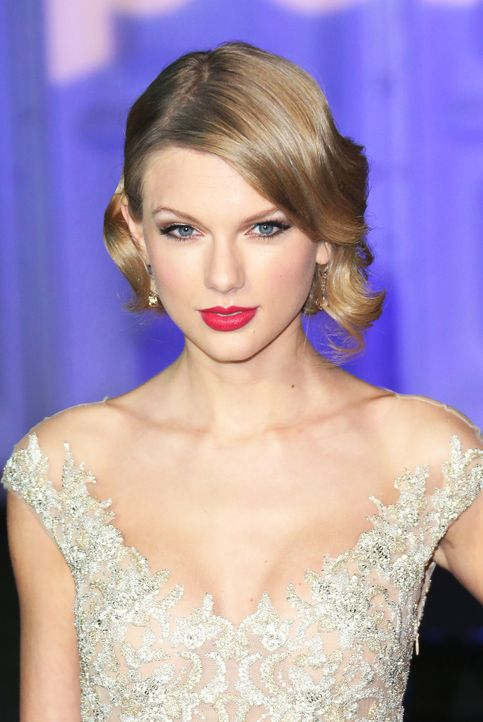 Winter-Whites-Gala-13-11-26-Taylor-Swift-02-WENN-com - Bildquelle: WENN.com