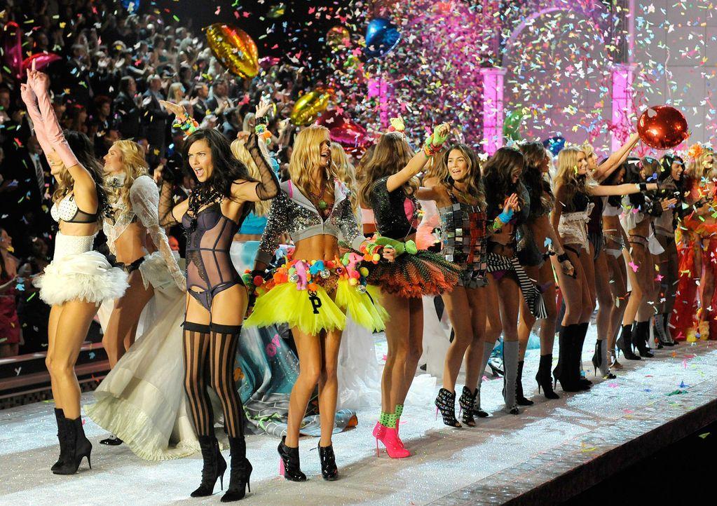 victoria-secret-fashion-show-2011-13-lingerie-supermodels-afpjpg 1900 x 1341 - Bildquelle: AFP