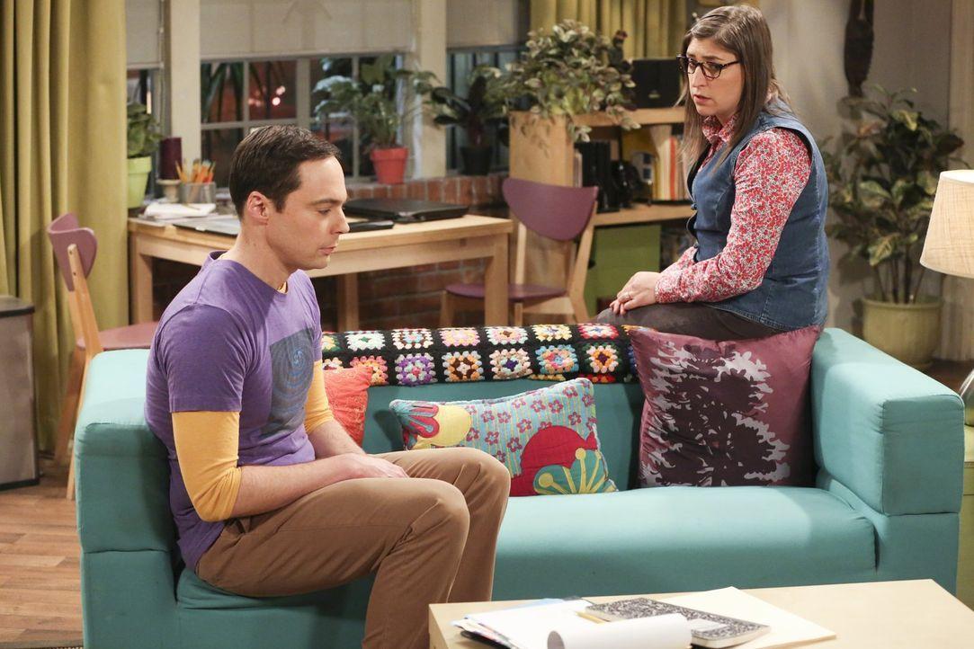 Amy (Mayim Bialik, r.) versucht, Sheldon (Jim Parsons, l.) zu trösten, nachdem Wil ihm keine Rolle in seiner Show anbieten will ... - Bildquelle: Warner Bros. Television