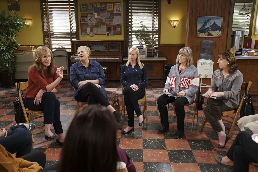 (v.l.n.r.) Bonnie (Allison Janney); Tammy (Kristen Johnston); Jill (Jaime Pressly); Marjorie (Mimi Kennedy); Wendy (Beth Hall) - Bildquelle: Sonja Flemming 2018 CBS Broadcasting, Inc. All Rights Reserved.