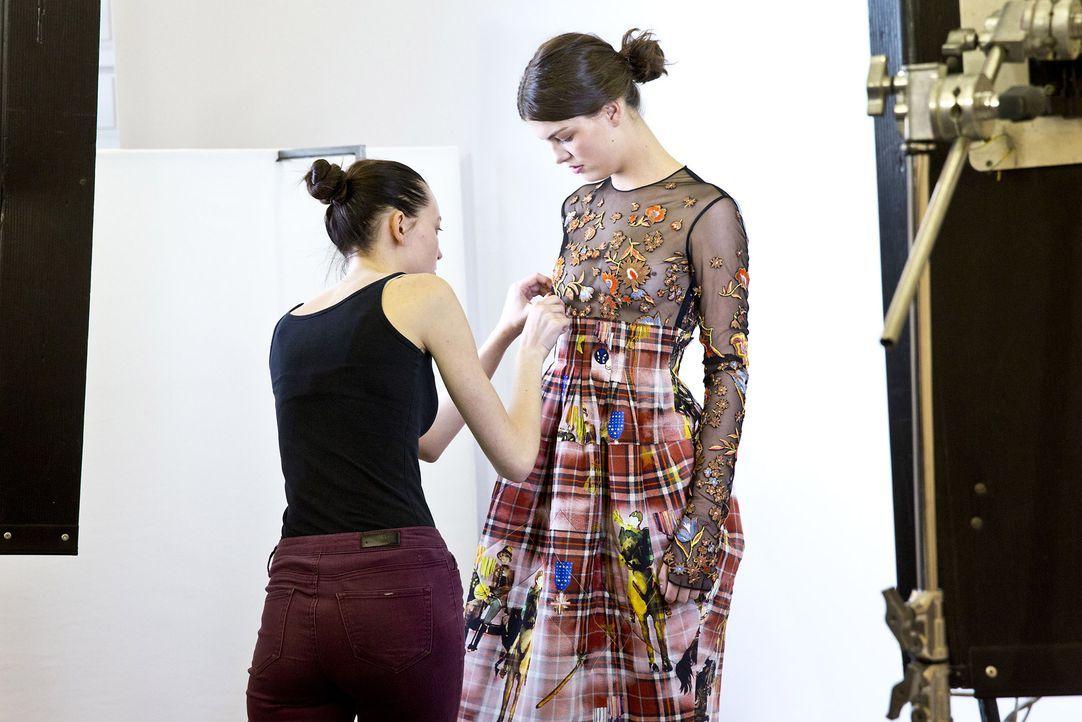 GNTM-Stf10-Epi14-Fashion-Week-Paris-059-Vanessa-ProSieben-Richard-Huebner - Bildquelle: ProSieben/Richard Huebner