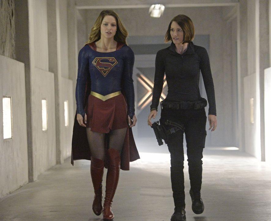 Während Kara (Melissa Benoist, l.) immer unsicherer wird, was die wahren Absichten ihrer Tante Astra angeht, hat Alex (Chyler Leigh, r.) nur ein Zie... - Bildquelle: 2015 Warner Bros. Entertainment, Inc.