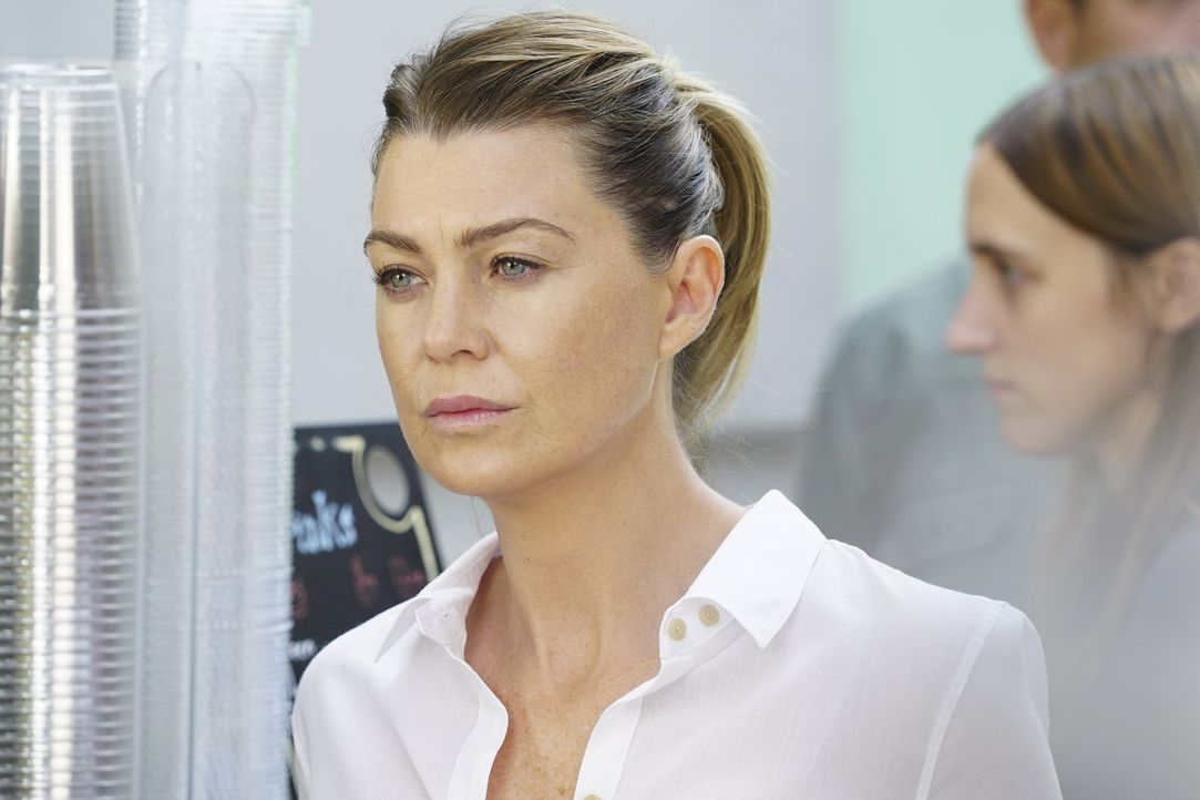 Gerät mit Bailey aneinander, als zwei Patienten gleichzeitig eine Lebertransplantation benötigen: Meredith (Ellen Pompeo) ... - Bildquelle: Richard Cartwright 2016 American Broadcasting Companies, Inc. All rights reserved.