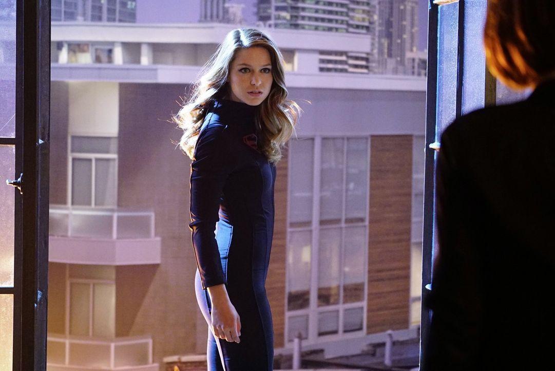 Als Kara alias Supergirl (Melissa Benoist) nach einer Rettungsaktion auf einmal respektlos und unmoralisch agiert, wird ihren Freunden schnell bewus... - Bildquelle: 2015 Warner Bros. Entertainment, Inc.