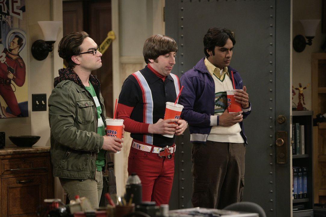 Leonard (Johnny Galecki, l.), Rajesh (Kunal Nayyar, r.) und Howard (Simon Helberg, M.) freuen sich auf einen Sommer ohne Sheldon. Doch zu früh gefr... - Bildquelle: Warner Bros. Television