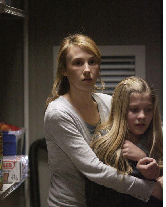 Glauben, dass Jimmy tot ist: Amelia (Wynn Everett, l.) und Claire (Sydney Imbeau, r.) ... - Bildquelle: Warner Bros. Television