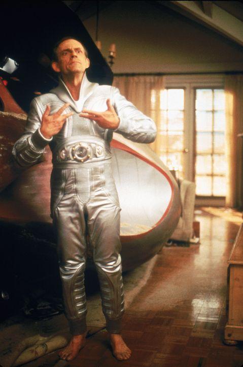 Einfach außerirdisch: Eines Tages wird Tim O'Hara Augenzeuge einer Bruchlandung eines Ufos, dem dann auch noch ein Außerirdischer (Christopher Llo... - Bildquelle: Buena Vista Pictures