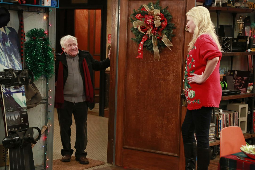 Edwin (Leslie Jordan, l.); Bonnie (Melissa Peterman, r.) - Bildquelle: Ron Tom ABC Family/Ron Tom