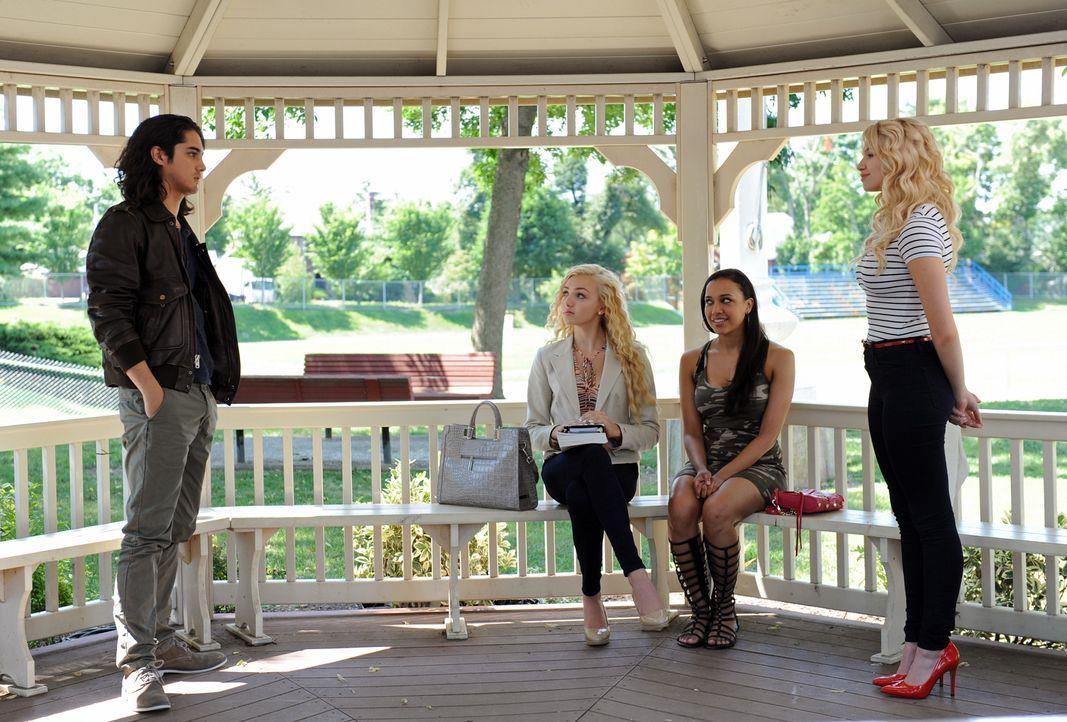 (v.l.n.r.) Dave (Avan Jogia); Mackenzie (Peyton List); Paloma (Jeanette Dilone); Whitney (Claudia Lee) - Bildquelle: Jacob Hutchings SquareOne Entertainment / Universum Film