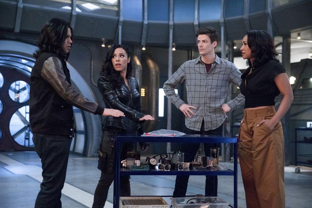 Kann Gypsy (Jessica Camacho, 2.v.l.) Cisco (Carlos Valdes, l.), Barry (Grant Gustin, 2.v.r.) und Iris (Candice Patton, r.) helfen, einen neuen Plan... - Bildquelle: 2017 Warner Bros.