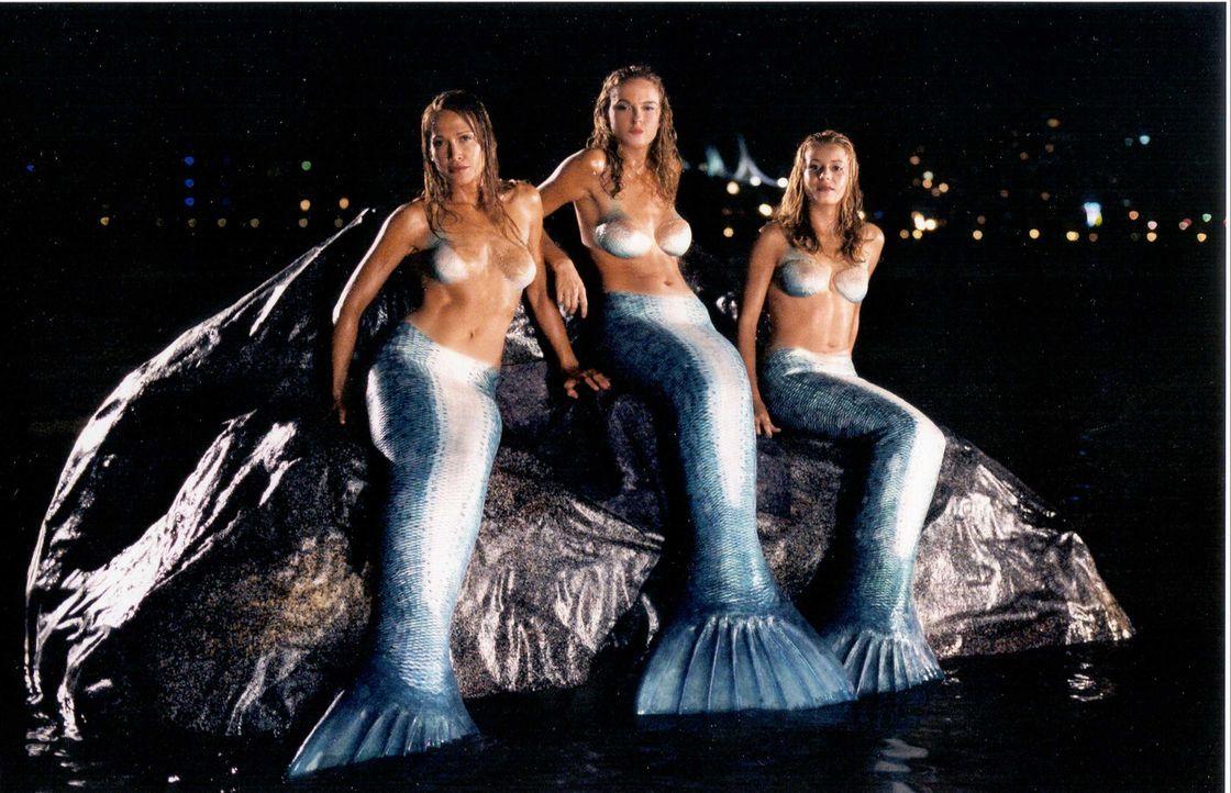 Die drei Schwestern (v.l.n.r.) Diana (Erika Heynatz), Venus (Nikita Ager) und June (Sarah Laine) sind waschechte Nixen, die den Mörder ihres Vaters...