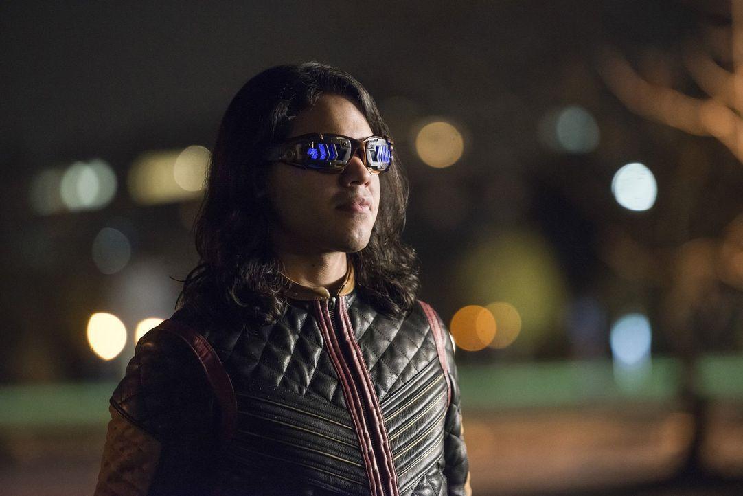 Cisco (Carlos Valdes) stellt sich dem Kampf gegen die legendäre und weitaus mächtigere Gypsy und bringt sich damit in Lebensgefahr, denn nur einer v... - Bildquelle: 2016 Warner Bros.