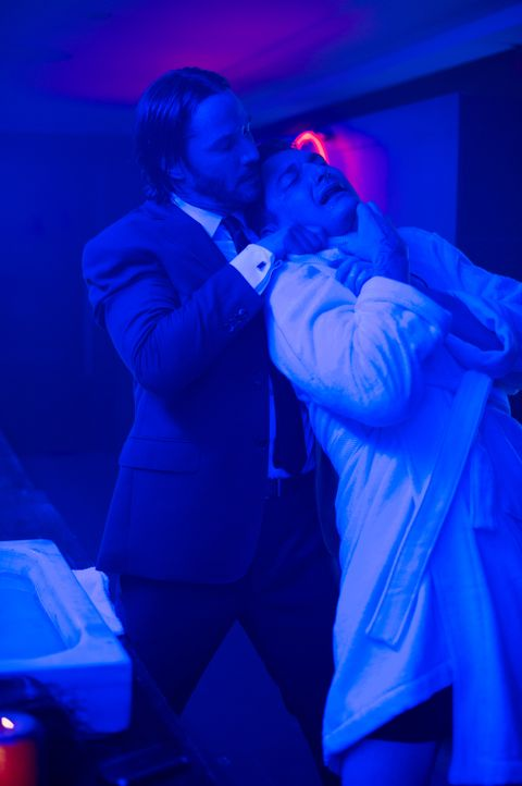 Auch Victor (Toby Leonard Moore, r.) muss erleben, dass er John Wick (Keanu Reeves, l.) nicht gewachsen ist ... - Bildquelle: 2014 SUMMIT ENTERTAINMENT, LLC. ALL RIGHTS RESERVED.