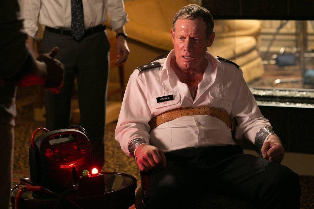 Bekommt die Rache von Francis Gibson zu spüren: General Osborne (Frederic Lehne) ... - Bildquelle: 2013-2014 NBC Universal Media, LLC. All rights reserved.