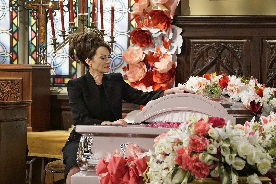 Eine persönliche Tragödie wirft Karen (Megan Mullally) gewaltig aus der Bahn ... - Bildquelle: Chris Haston 2017 NBCUniversal Media, LLC