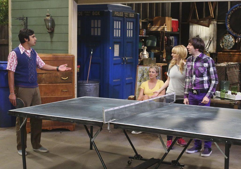 Ein ganz besonderes Tischtennis-Turnier richten Bernadette (Melissa Rauch, 2.v.r.), Howard (Simon Helberg, r.), Amy, Penny (Kaley Cuoco, 2.v.l.) und... - Bildquelle: Warner Bros. Television