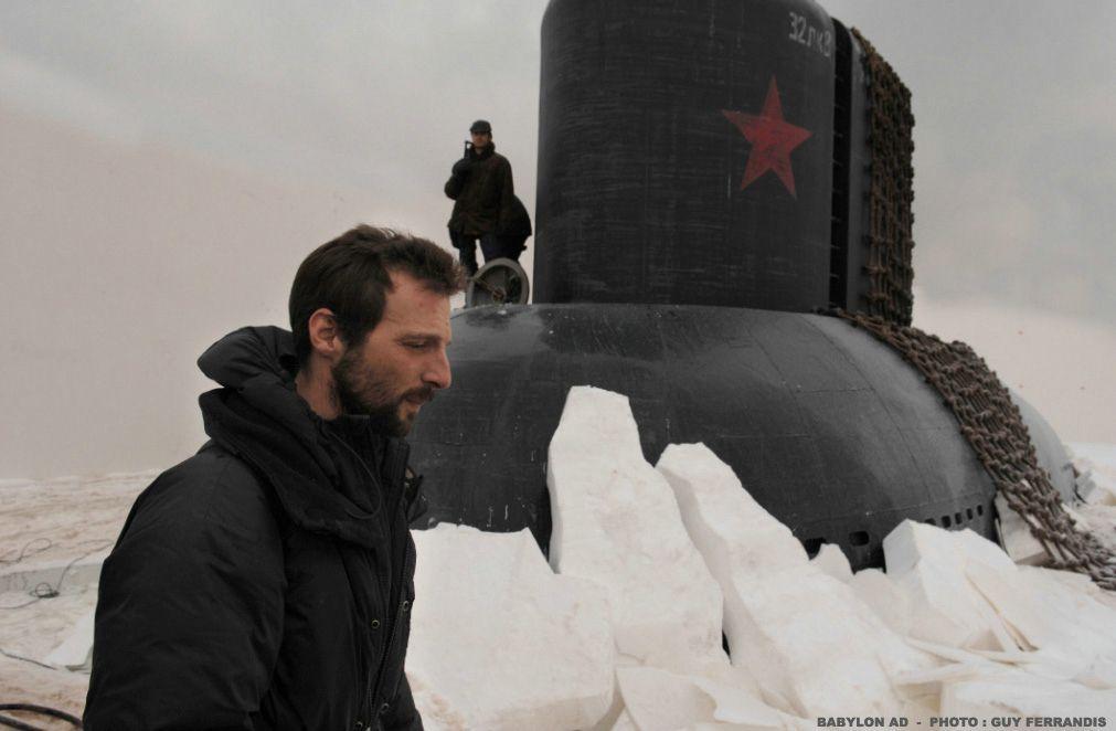 Regisseur Mathieu Kassovitz am Set - Bildquelle: 2008 BABYLON A.D SAS / BABYLON FILMS LIMITED / STUDIOCANAL / M6 FILMS