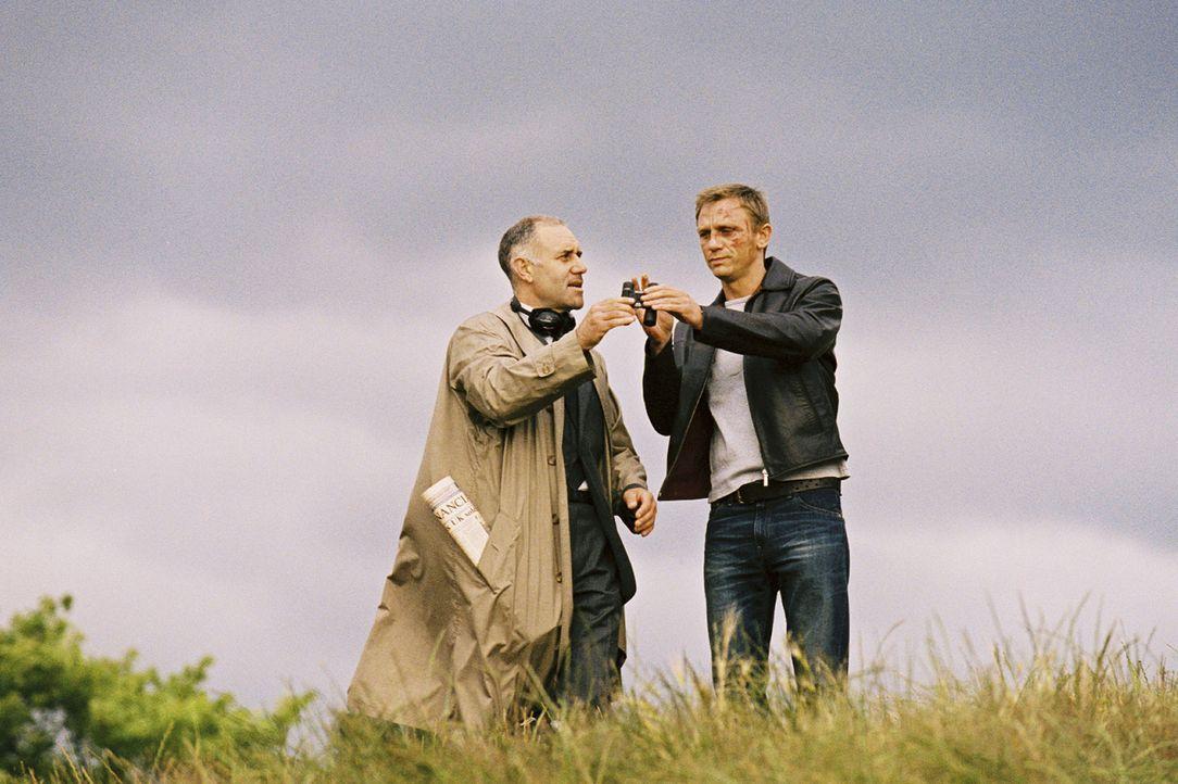 Der Koksdealer (Daniel Craig, r.) ist der Meinung, lange genug für seinen Boss Geld gescheffelt zu haben und plant seinen Ausstieg aus dem kriminell... - Bildquelle: 2004 Columbia Pictures Industries, Inc. All Rights Reserved.