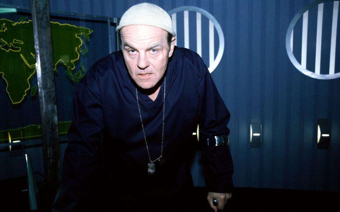 """Die Spezialeinheit """"AT 13"""" besticht nicht nur durch ihre Zusammensetzung aus professionellen Terrorismusbekämpfern (Michael Ironside), sondern auch... - Bildquelle: 2001 atlas Film & TV Produktion GmbH"""