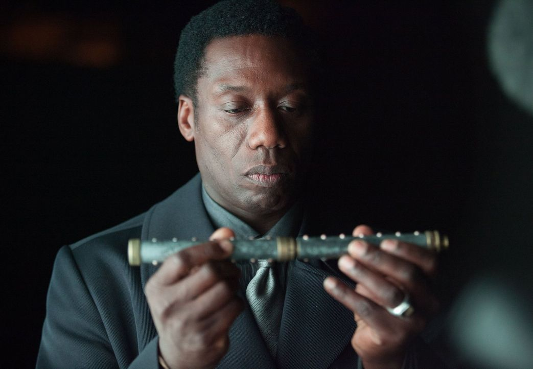 Treibt in Gotham sein Unwesen: Gladwell (Hakeem Kae-Kazim) ... - Bildquelle: Warner Bros. Entertainment, Inc.