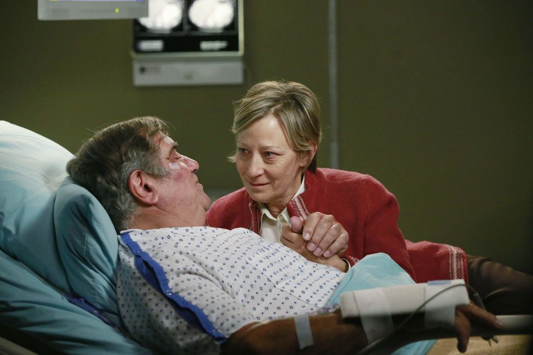Hoffen, auf Hilfe der Ärzte: Martin (Dan Lauria, l.) und Sally Davis (Lily Knight, r.) ... - Bildquelle: ABC Studios
