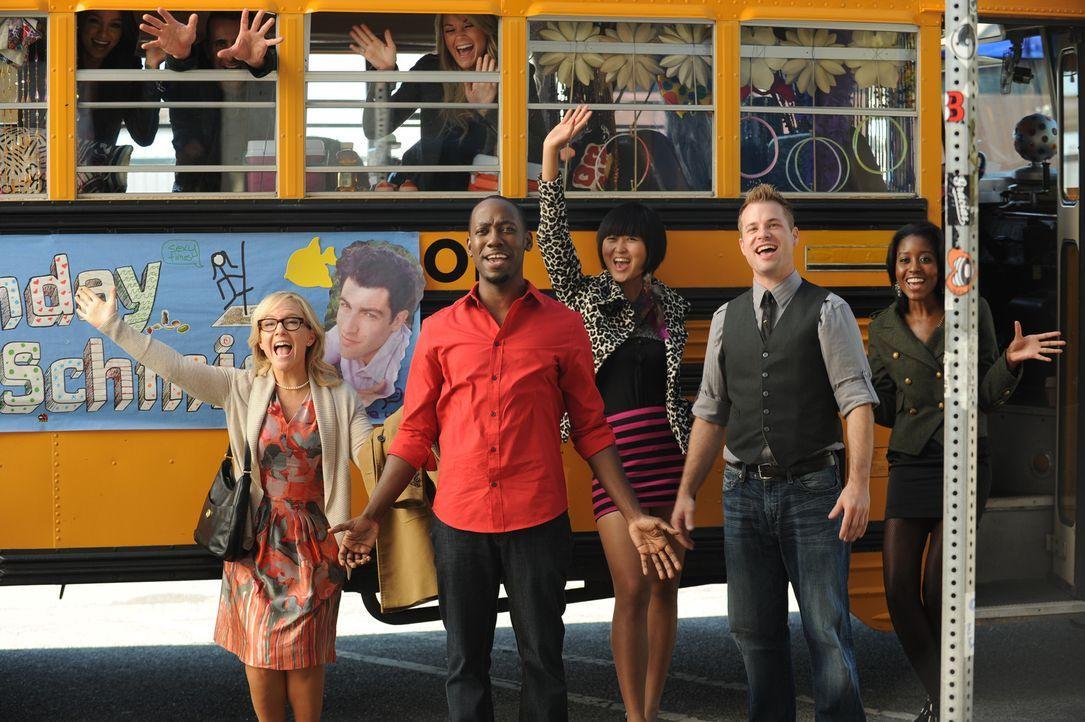 Eine Überraschungsparty für Schmidt im Bus ... - Bildquelle: 20th Century Fox